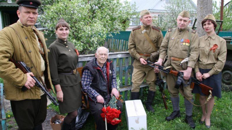 Салют для ветерана Великой Отечественной войны.